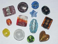 kaufen Extravagante Perlen aus Glas / Kunststoff