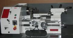 Drehmaschine zum Bearbeiten von Metall und