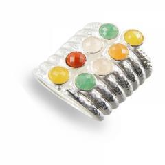 Breiter Silberring mit Edelsteinen