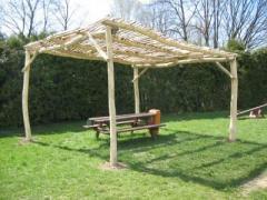 Schattenpergola aus Robinienholz