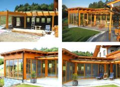 Überdachter Pool in attraktiver Holzgestaltung