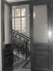 Wir reparieren und erneuern Ihre Holzfenster, Türen, Wandverkleidungen, Decken und Fußböden